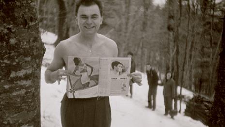 Tomislav Gotovac, Pokazivanje Časopisa Elle / Showing Elle, 1962 / 2005 © Tomislav Gotovac
